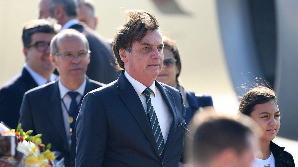 Ele usou um avião militar para ir da Suíça à Índia e Bolsonaro demitiu-o… duas vezes