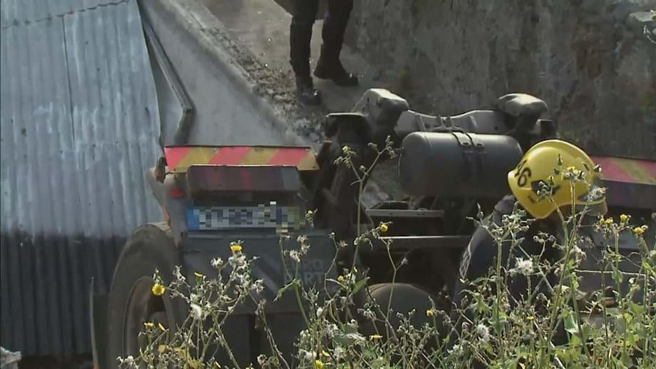 Despiste na Madeira. Condutor de camião morre após queda de 10 metros em ravina