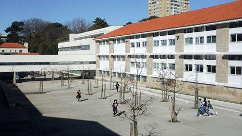"""Escola do Porto evacuada """"por precaução"""" após """"acumulação de gases"""" no refeitório"""