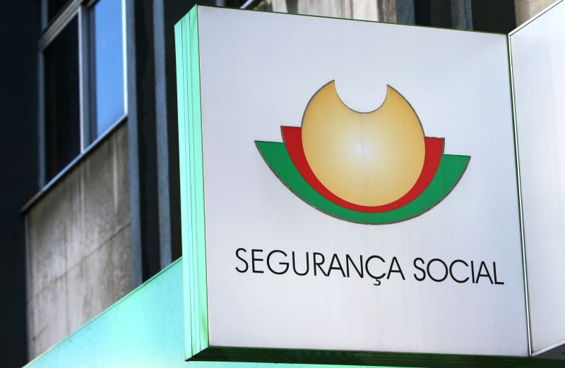 Inventou 100 grávidas para receber subsídios. Ministério Público acusa ex-funcionária da Segurança Social