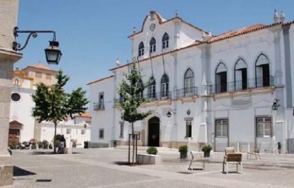 Ao abrigo do Programa Casa Caiada – Câmara Municipal de Évora subsidia pintura de edifícios no Centro Histórico