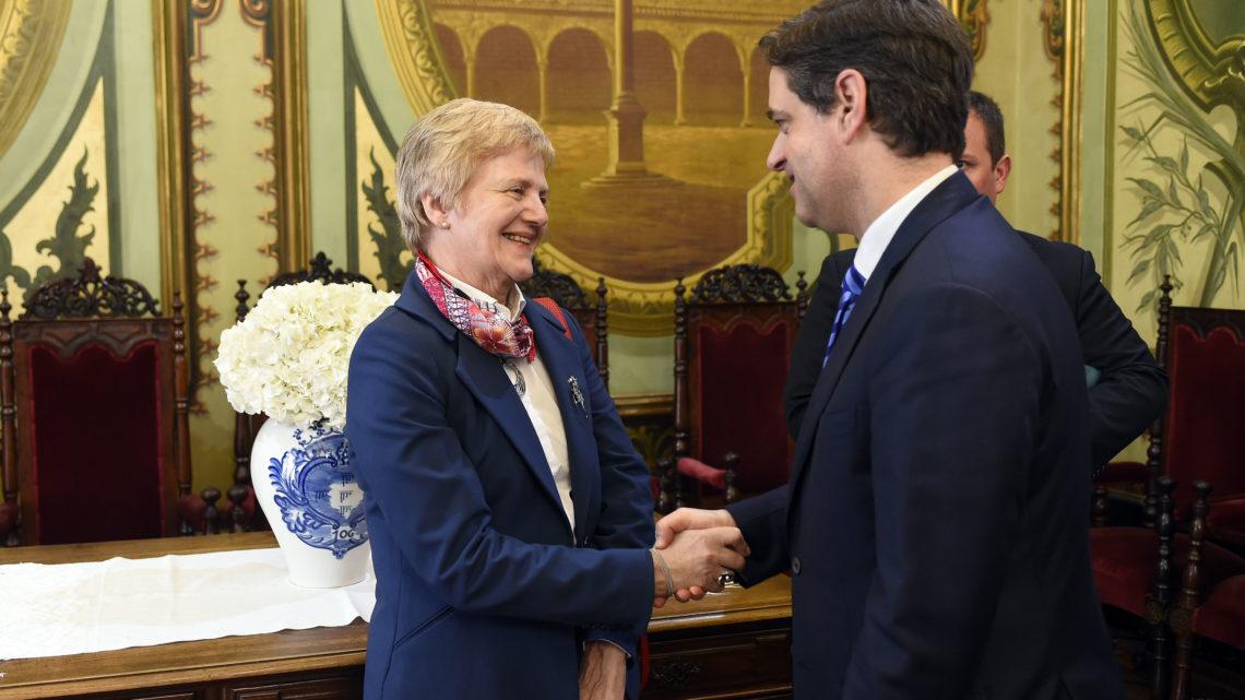 Embaixadora do Uruguai elogia dinamismo da cidade