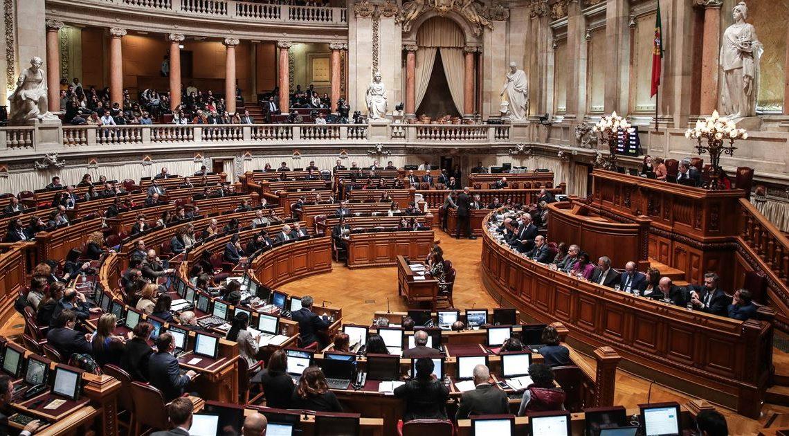 """Parlamento diz """"sim"""" à despenalização da eutanásia"""