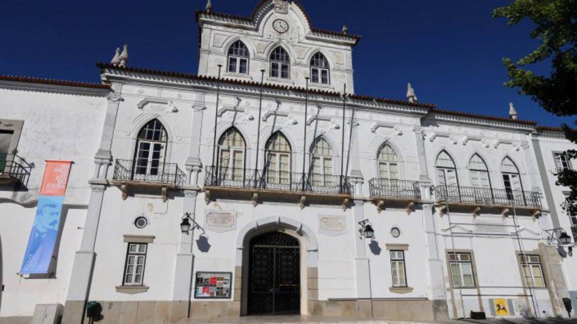 """Câmara Municipal de Évora assina contrato para implementação do """"Laboratório Vivo para a Descarbonização"""""""