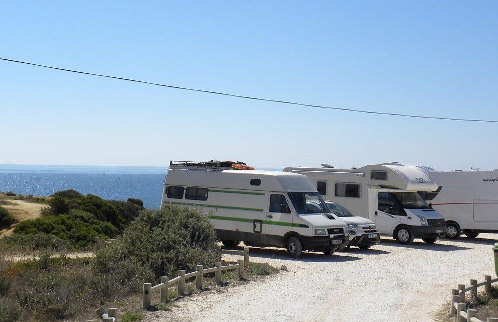 Covid-19: Caravanistas saíram dos parques algarvios mas poderão estar a ficar na região