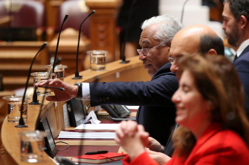 """Costa reuniu-se com bancada do PS e ficou o aviso de que a crise """"está para durar"""""""