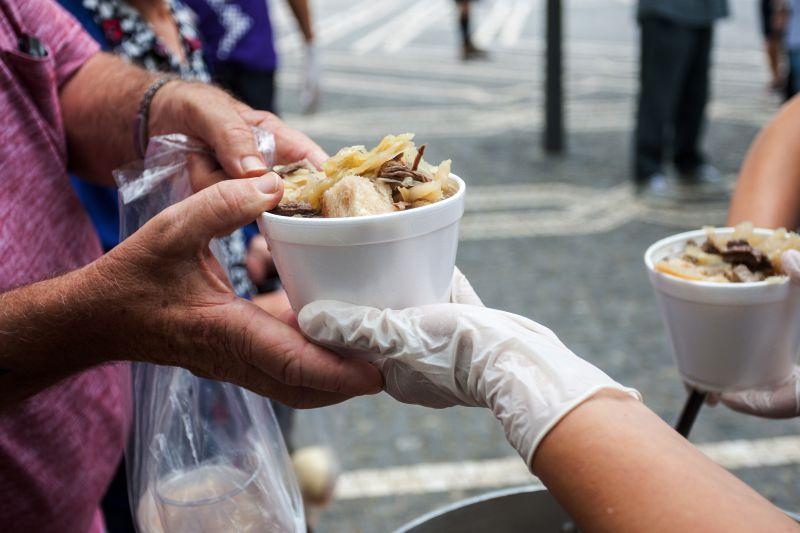 Fundação Sporting oferece almoço e apoio médico aos sem-abrigo