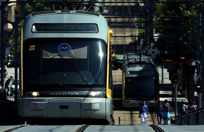 Metro do Porto com veículos duplos e menos frequência a partir de segunda