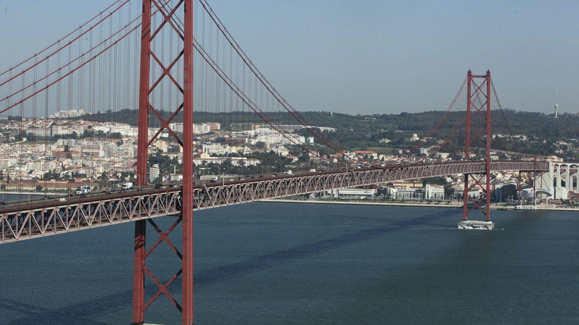 PSP controla todas as viaturas que atravessam Ponte 25 de Abril para sul