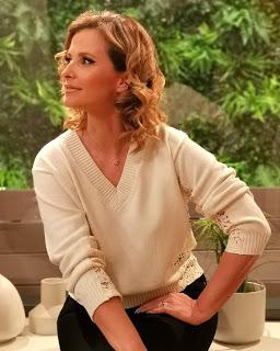 Vestido 'trai' Cristina Ferreira e deixa apresentadora com as cuecas de fora