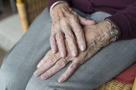 """""""Sobrevivi à gripe espanhola e à tuberculose. Passei pela I e II Guerra Mundial e aqui estou"""". Com 109 anos, Emília vive a terceira pandemia"""