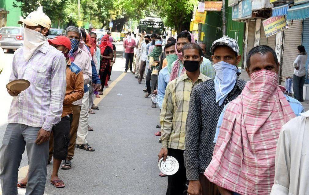 Cem mil pessoas violam restrições de confinamento em funeral religioso no Bangladesh