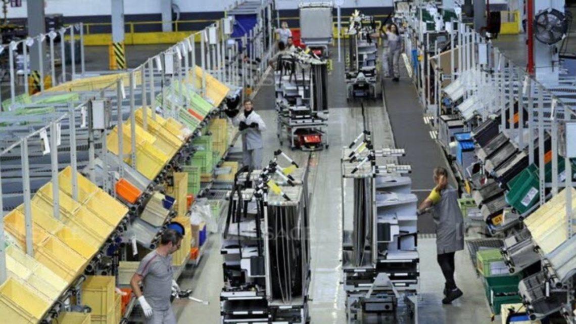 """MUNDO   Países em guerra para """"comprar ventiladores encomendados por outros"""", revela agente da Mossad"""