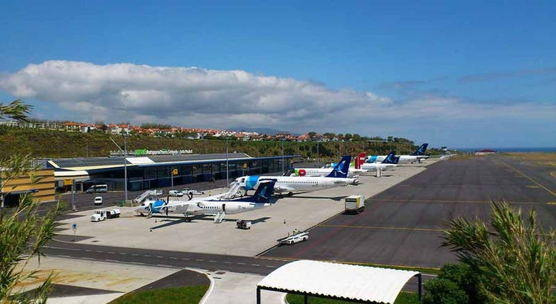 Passageiros que cheguem aos Açores e testem negativo dispensados de quarentena