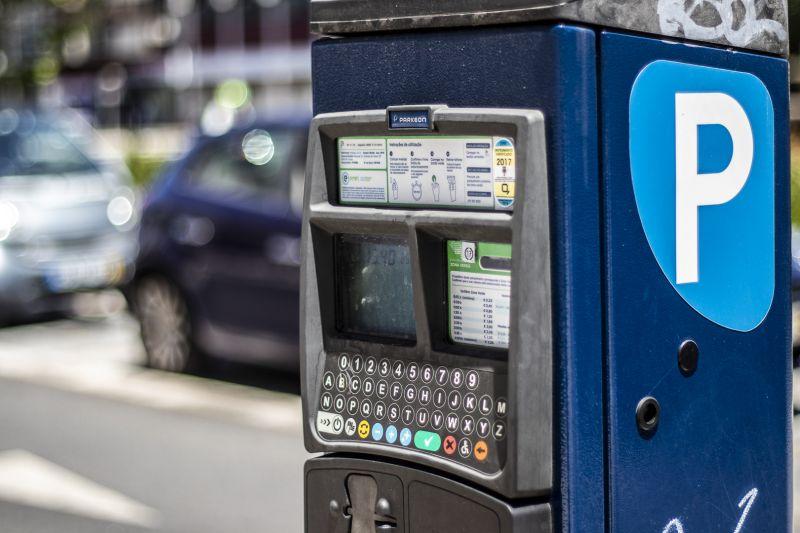 Em Lisboa, pagamento de estacionamento na via pública continua suspenso