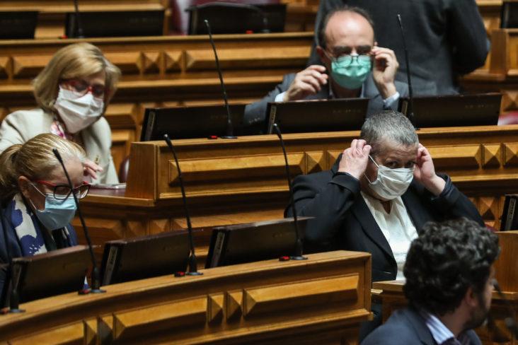 Ferro Rodrigues determina utilização obrigatória de máscara dentro da Assembleia da República