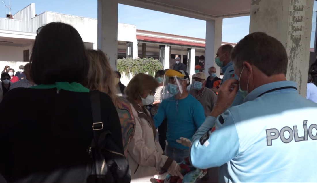 Aglomerado de pessoas no mercado de Chaves obrigou a ação da PSP
