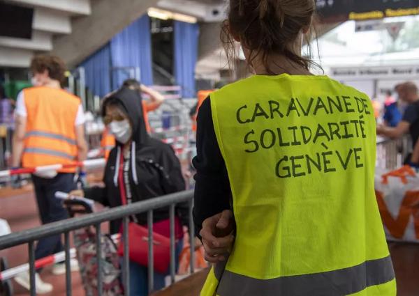 Emigrantes portugueses na fila para ajuda alimentar revela crise na comunidade
