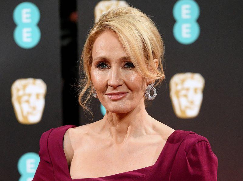Escritora J.K. Rowling rejeita ligação de universo Harry Potter à Livraria Lello