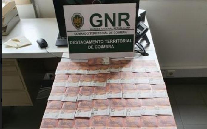 Dois menores identificados por passarem nota falsa em Condeixa