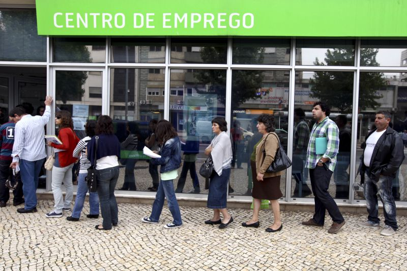 Número de desempregados inscritos aumenta 34% em maio