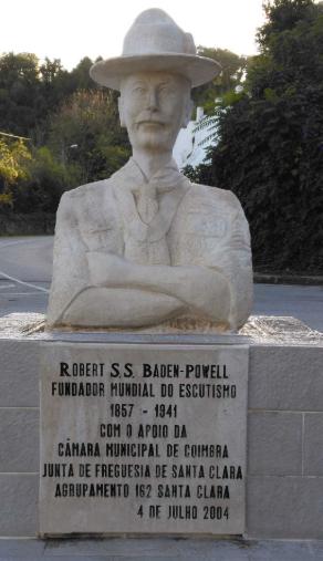 Busto de Baden-Powell vandalizado, em Coimbra