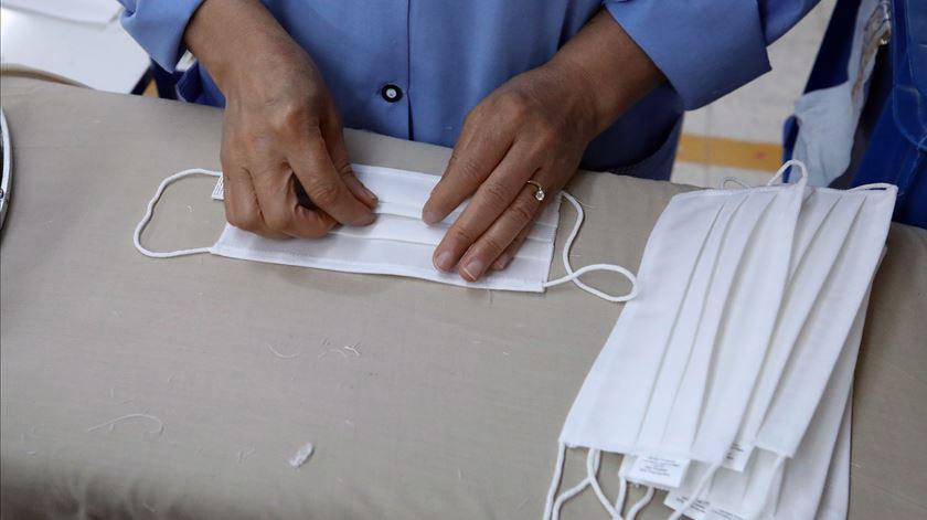 Cascais aposta na produção de máscaras e já vende a outros municípios