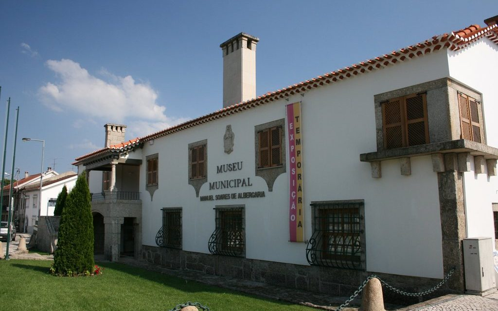 """CARREGAL DO SAL   Museu Municipal e Posto de Turismo recebem selo """"Clean & Safe – Património Cultural"""""""