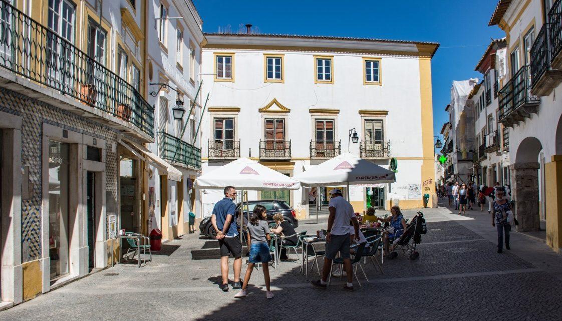 Évora | Câmara Municipal toma medidas para melhorar a circulação pedonal na Rua João de Deus
