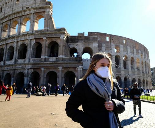 Itália fecha discotecas e impõe uso de máscara à noite