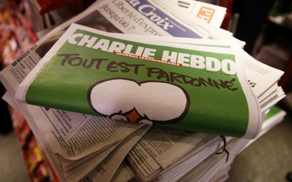 Charlie Hebdo republica caricaturas de Maomé antes do julgamento do atentado