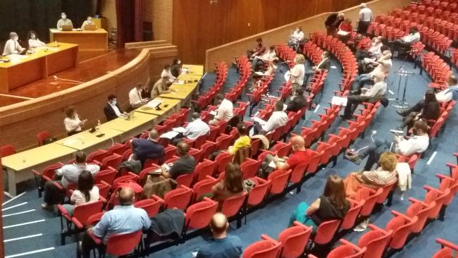 """Ribau Esteves critica """"mania absurda de pôr os partidos acima de Aveiro"""""""