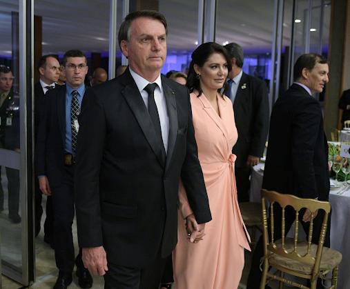 Governo do Brasil transferiu 1,14 ME doados para testes para programa da primeira-dama