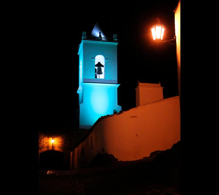 """Mais de 30 municípios portugueses participam na iniciativa """"Turn Europe UN Blue"""" : Castelo de Monsaraz iluminado de azul para celebrar os 75 anos das Nações Unidas"""