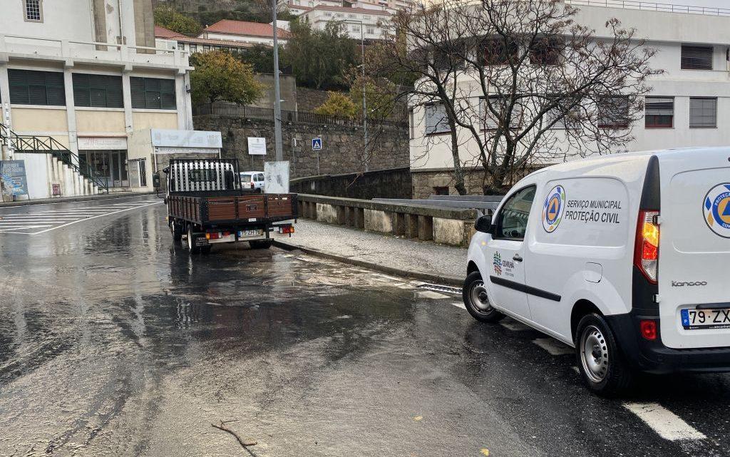 Covilhã | PROTEÇÃO CIVIL MUNICIPAL RESPONDE A OCORRÊNCIAS PROVOCADAS POR CHUVA FORTE