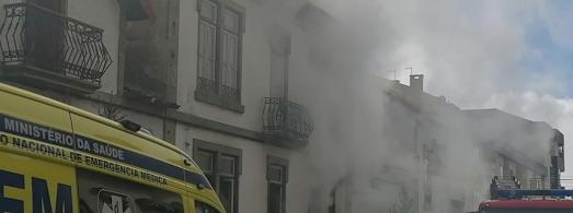 Incêndio em casa no centro da Guarda combatido pelos bombeiros