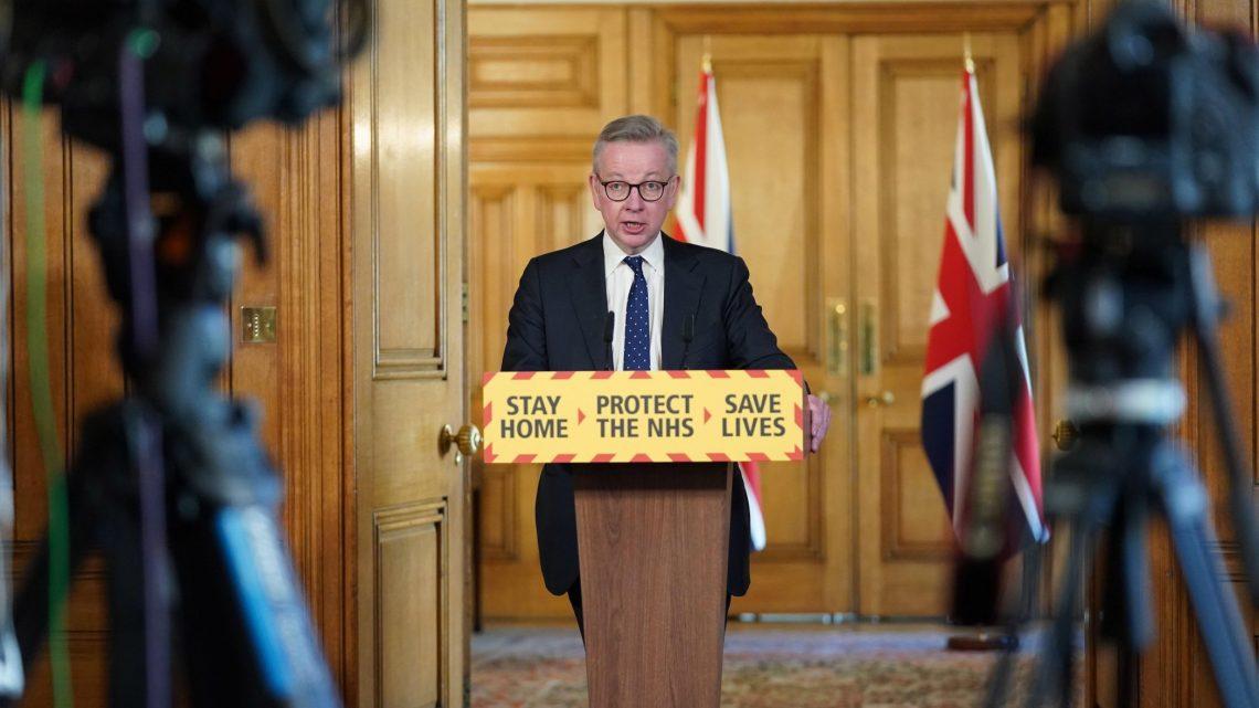 Hospitais de Inglaterra correm risco de saturação, adverte ministro