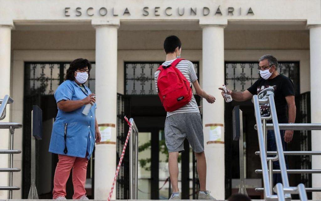 Cerca de 90% dos docentes preocupados ou com medo de serem infetados nas escolas