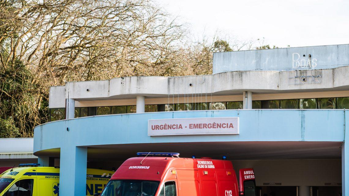 Caldas, Rainha do Natal ilumina fachada do Hospital