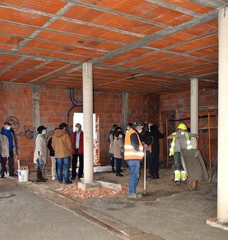 Câmara Municipal de Évora e instituições locais visitam a obra de requalificação do Centro de Convívio de S. Miguel de Machede