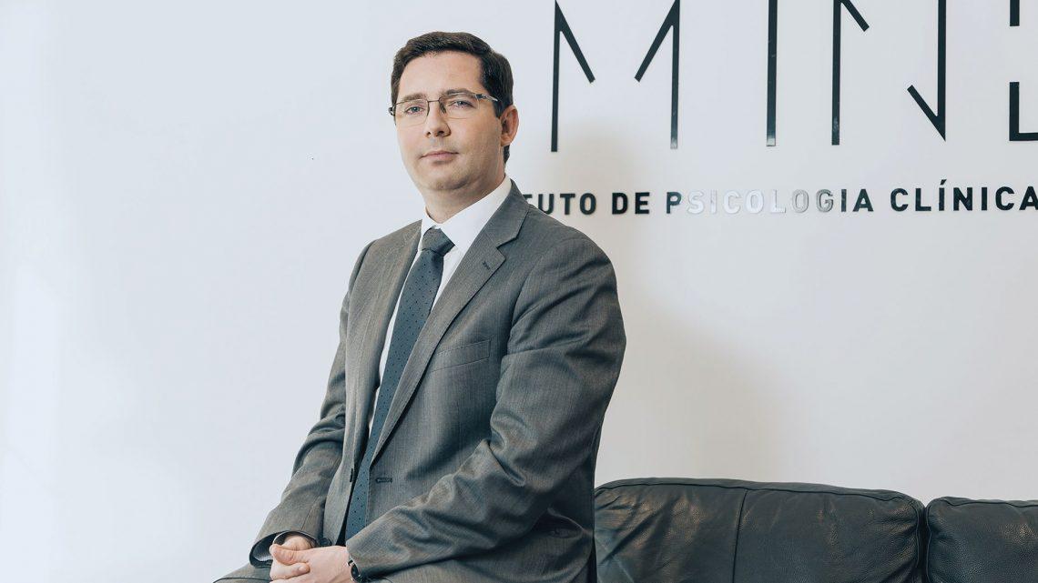"""Psicólogo Mauro Paulino é o convidado do """"Livro do Mês"""", uma iniciativa do Instituto Piaget"""