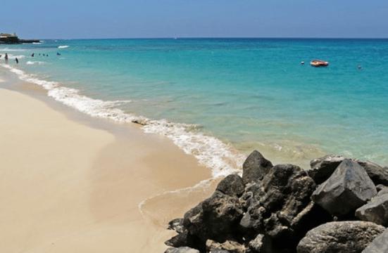 Cabo Verde inicia retoma turística com 'charter' da Polónia com 167 pessoas