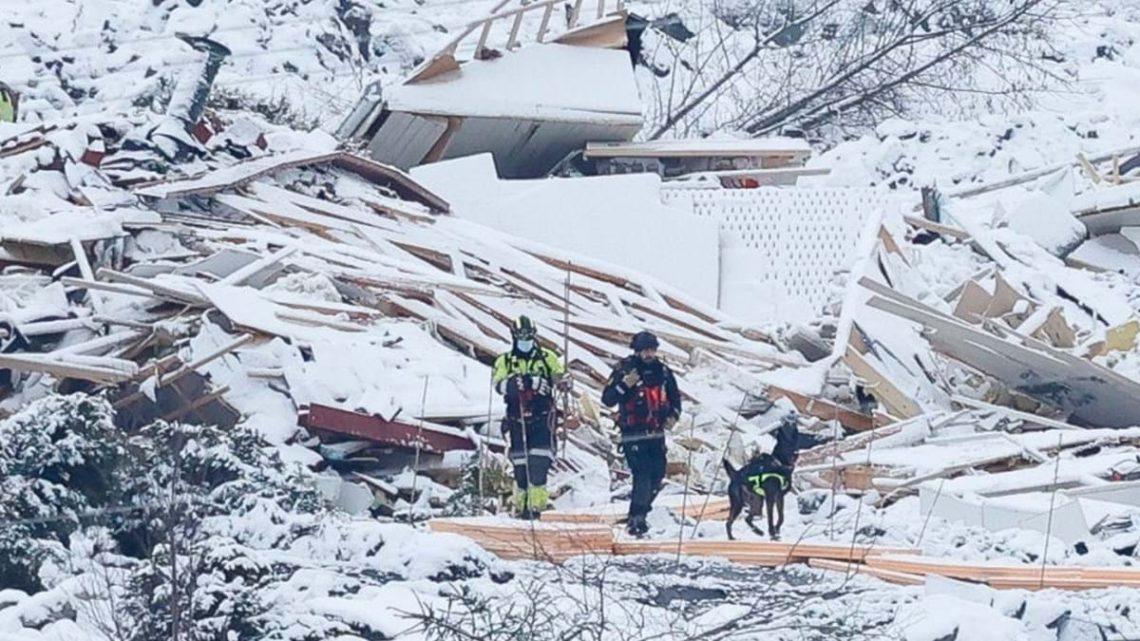 Equipas de salvamento retiram três cadáveres depois de deslizamento de terras na Noruega