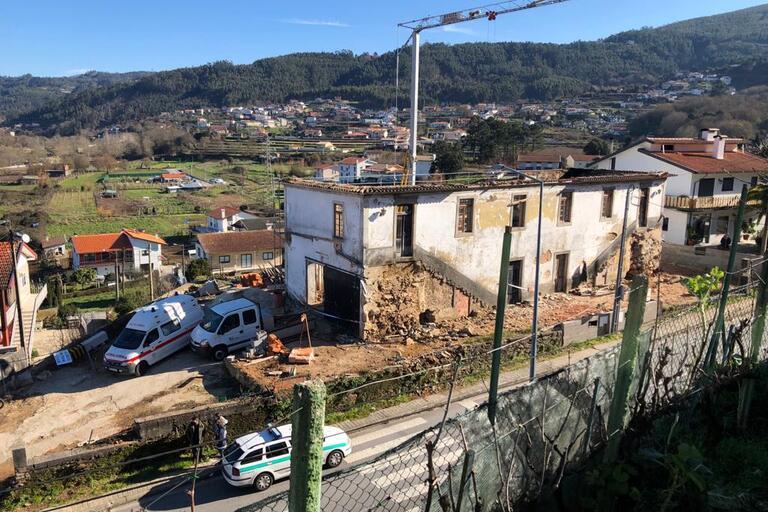 Queda de parede faz um morto e três feridos em Vale de Cambra