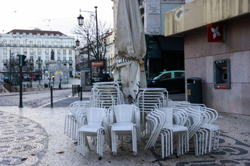 Recolher obrigatório às 13:00 em 91% dos concelhos de Portugal continental
