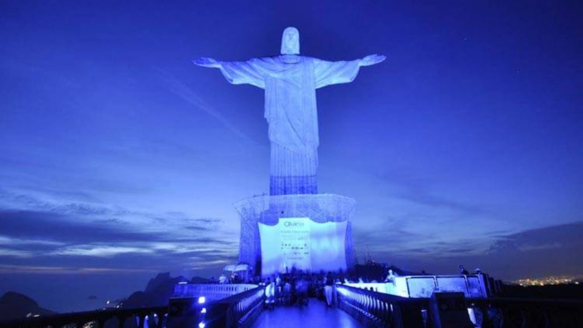 Cristo redentor recebe 2021 de braços abertos no Brasil