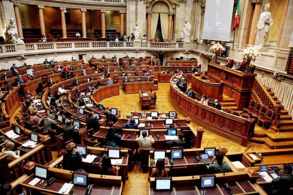 Despenalização da eutanásia aprovada no Parlamento com 136 votos a favor