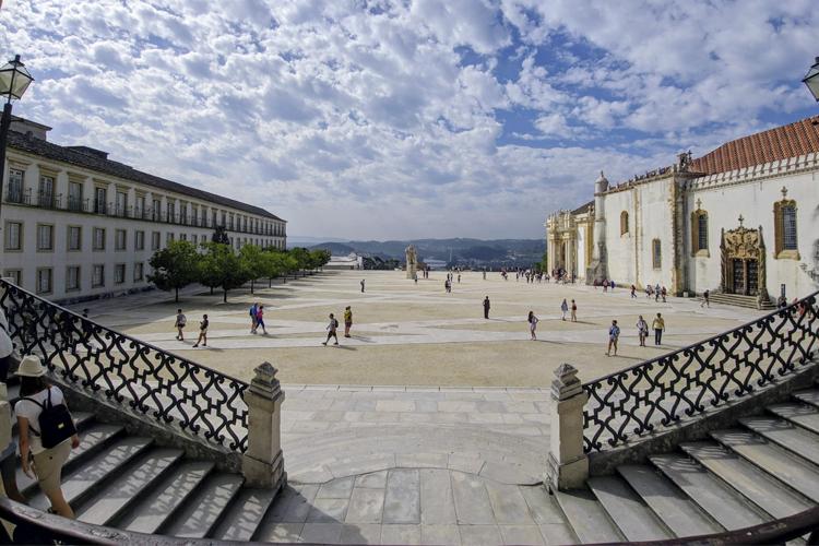 Associação Académica de Coimbra lança prémio literário destinado aos estudantes
