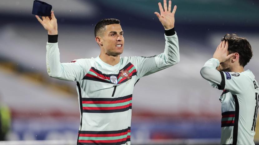Braçadeira de capitão de Cristiano Ronaldo leiloada por 64.000 euros