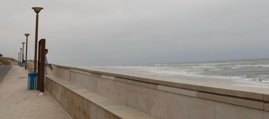 Marinha Grande | Câmara realiza conservação do Paredão da Praia da Vieira